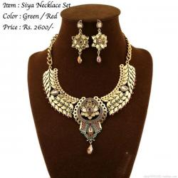 Siya Necklace Set