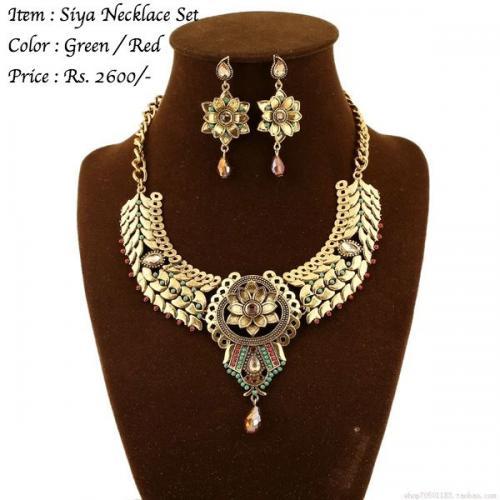 Siya Necklace Set