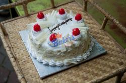 White Forest Cake - 1KG