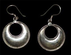 Small Plain Moon Design Earring