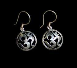 OM Design Stylish Earring