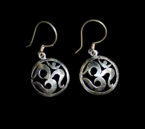 OM Design Stylish Earring