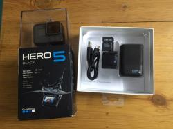 Go-Pro hero 5 black +dual battery charger & battery+ 32 GB memory card