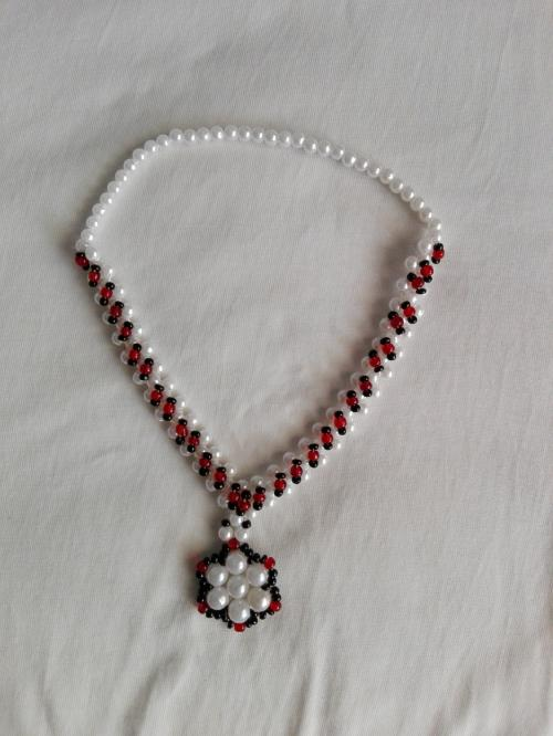 QUEENLY PEARL NECKLACE FOR GIRLS AND WOMEN