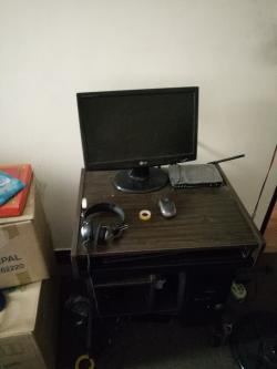 COMPUTER CASE LIKE NEW 4 GB RAM AND WITH TABLE UPS AND OTHER ITEMS!!