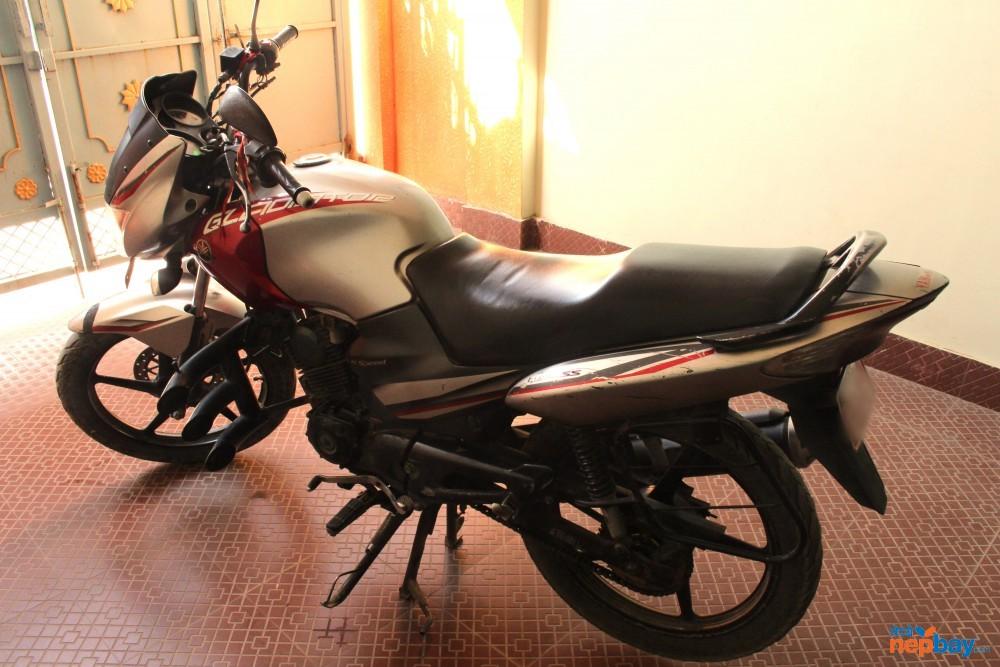 Yamaha Gladiator 125 cc With Helmet