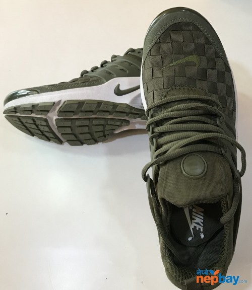 Sports Shoes (NIKE)