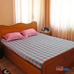 Medium sized checkered Nepali cotton bedsheet
