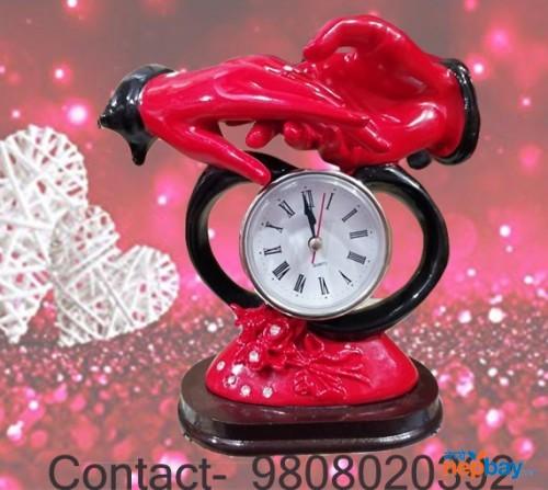 Valentine couple statue clock
